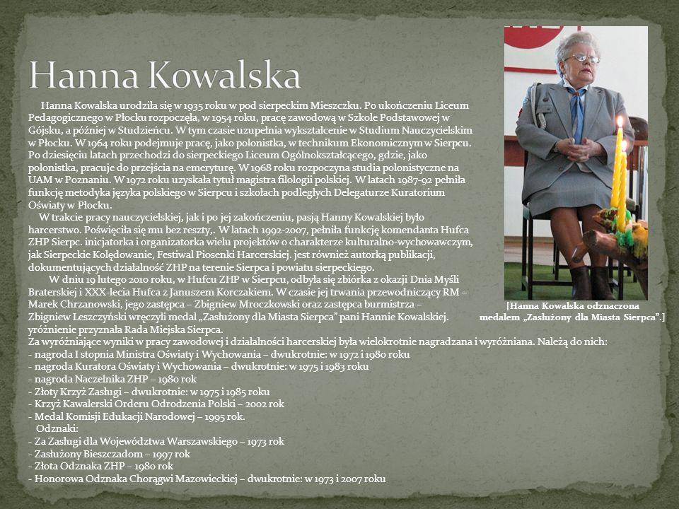 """[Hanna Kowalska odznaczona medalem """"Zasłużony dla Miasta Sierpca .]"""